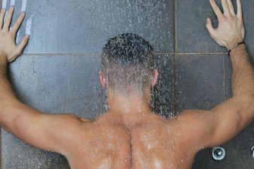 pipi sous la douche